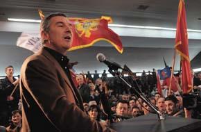 Milo Djukanović dimanche soir au siège du DPS (©Vijesti)